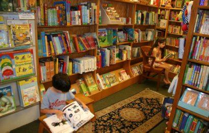 Evlərində kitabxana olan uşaqlar