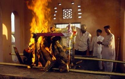 Nəşi yandırılan qadın ritualdan 4 gün sonra evə qayıtdı…
