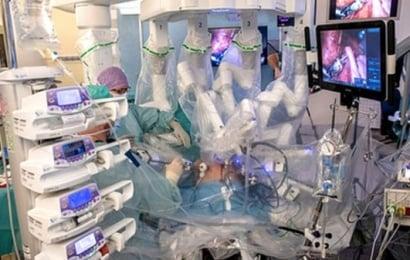 В Китае впервые появился на свет ребенок, выношенный в пересаженной матке