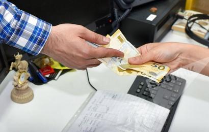 Azərbaycanda sosial müavinətlərin məbləği artırılır