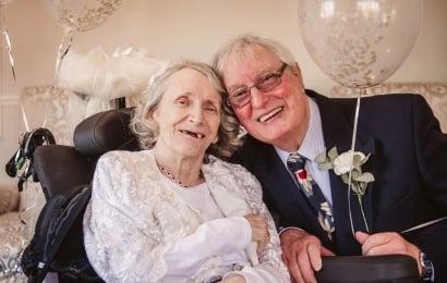 Kişi sevgilisi ilə 43 il sonra evləndi