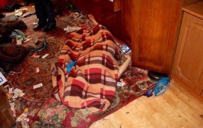 Ruhi xəstə olan ana oğlunu boğub bir ay meyitlə yaşadı