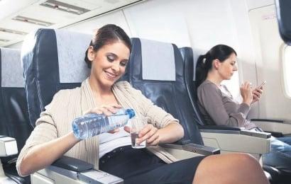 Təyyarədə uçanda su içməyin inanılmaz faydaları